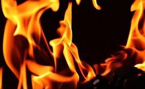Bị cưỡng hiếp rồi đốt, người phụ nữ kéo thủ phạm cùng cháy
