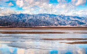 """""""Thung lũng Tử thần"""" nóng nhất thế giới đột nhiên """"mọc"""" ra một cái hồ tuyệt đẹp - chuyện gì đang xảy ra?"""