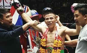 Nhà vô địch Muay Nguyễn Kế Nhơn đổ gục tiếc nuối sau khi lỡ chiếc đai thế giới danh giá ngay trên đất Thái
