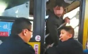 Phàn nàn khi thấy xe buýt chạy quá chậm, người đàn ông làm điều kinh khủng với tài xế