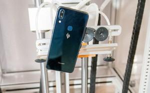 """Vừa đặt chân đến Tây Ban Nha, smartphone Vsmart đã bị đem ra tra tấn """"dã man"""""""