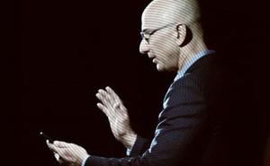 Tỷ phú công nghệ giàu nhất thế giới bị hack điện thoại, nghe có vô lý không?