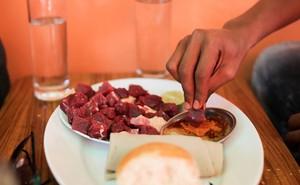 Choáng với quốc gia nơi mọi người toàn ăn thịt sống
