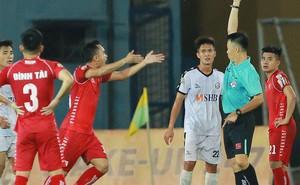 Bị tố đá xấu, HLV của Hải Phòng phản bác: 'Trong bóng đá tiểu xảo là bình thường, đuổi thêm 2 cầu thủ nữa cũng không sao'