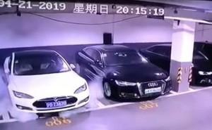 Đang đậu trong hầm ở Thượng Hải, xe điện Tesla bỗng phát nổ như bom