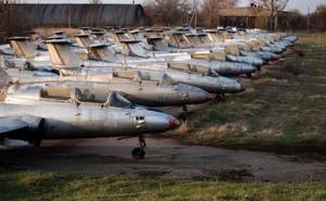 Dàn máy bay quân sự bị lãng quên của không quân Ukraine