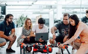 Chẳng ai ngờ Facebook cũng đang phát triển nhiều robot tới mức này