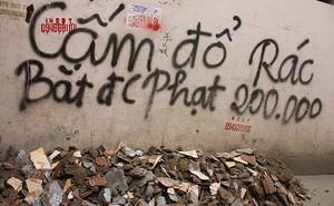 """Cắm biển """"Cấm đổ rác"""" không tác dụng, người dân chỉ thêm 1 dòng chữ này lại hiệu quả đến không ngờ"""