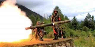 Cách khai hỏa quái đản của tên lửa PF-98