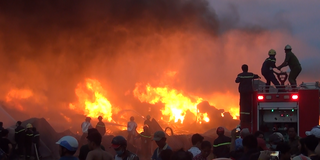 Long An: Cháy lớn tại công ty sản xuất keo nhựa, 2.000 m2 nhà xưởng bị thiêu rụi