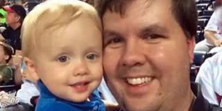 Mải nhắn tin gạ tình với 6 phụ nữ, bố bỏ quên con 2 tuổi chết trong ô tô