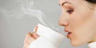 1001 lý do nên uống nước ấm vào mỗi buổi sáng ngay sau khi ngủ dậy