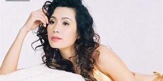 Chân dung Nữ hoàng bikini đầu tiên trong showbiz Việt