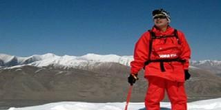 Người đàn ông cụt 2 chân chinh phục đỉnh Everest ở tuổi 69