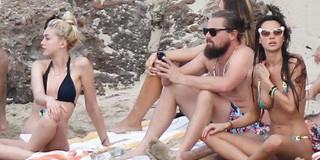 """Leonardo DiCaprio: Tay chơi sát gái khét tiếng Hollywood, 44 tuổi vẫn không chịu """"gác kiếm"""""""