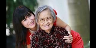 Sao Việt: Người không lấy vợ để giữ trọn chữ hiếu, người xin đổi 10 năm tuổi thọ mong mẹ sống lâu hơn
