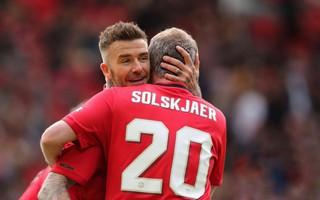 """Tái xuất Old Trafford, Solskjaer và Beckham ghi bàn giúp Man United """"đè bẹp"""" Bayern"""