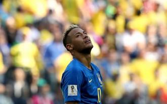 Neymar khóc, đáng lo đấy Selecao!