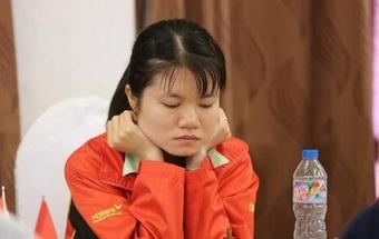 Kỳ thủ Phạm Lê Thảo Nguyên gây sốc tại giải nữ thế giới
