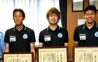 3 cầu thủ Nhật Bản được vinh danh là siêu anh hùng ngoài đời sau khi tay không đuổi bắt cướp như phim hành động
