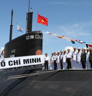 VIDEO: Hoành tráng lễ thượng cờ 2 tàu ngầm Kilo Việt Nam