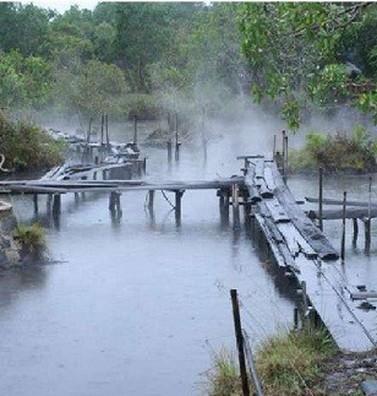Những hồ nước quanh năm sôi ùng ục ở Việt Nam