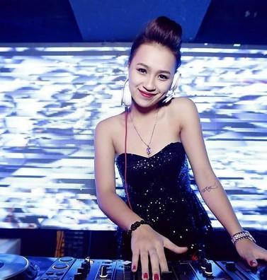 Người bà vĩ đại và tuổi thơ cơ cực của nữ DJ nổi tiếng nhất Hà Nội