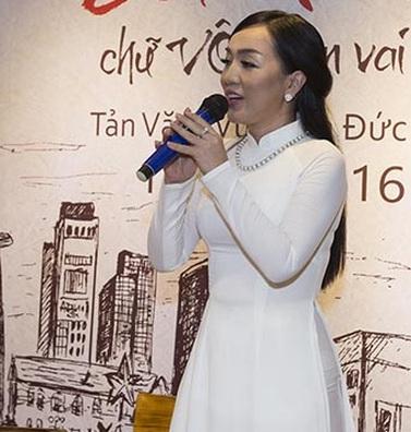 Hà Vân gây xúc động khi hát về mẹ