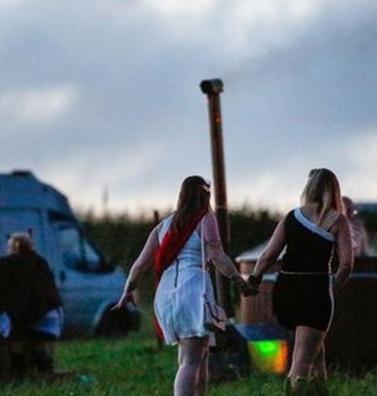 Hình ảnh bên trong lễ hội trác táng lớn nhất châu Âu