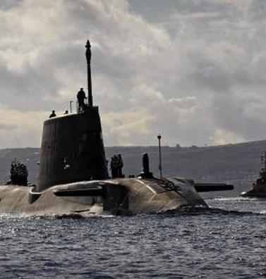 Siêu tàu ngầm HMS Ambush bị thương quái lạ