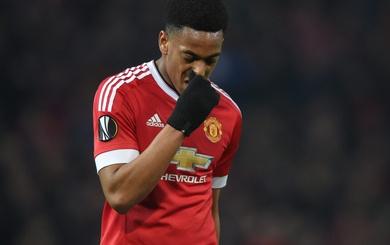 """Có tin không Martial, Mourinho sắp """"đá"""" anh rồi đấy!"""
