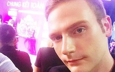 Kyo York bị bảo vệ mời ra khỏi thảm đỏ Hoa hậu Việt Nam