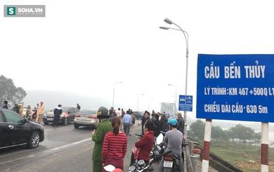 Cả trăm người tiếp tục dùng ô tô dàn hàng chặn xe qua cầu Bến Thuỷ
