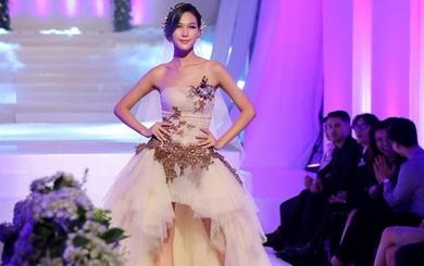 Xem clip thí sinh đội Phạm Hương đi catwalk như thế này mà cũng thắng được
