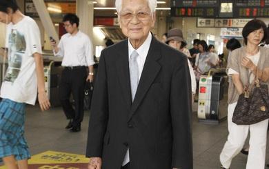 Nhìn cách làm việc của người đàn ông 101 tuổi này, nhiều người phải cúi đầu hổ thẹn