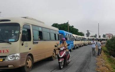 Ô tô xếp hàng dài, chở hàng trăm ngư dân đến nộp đơn kiện Formosa