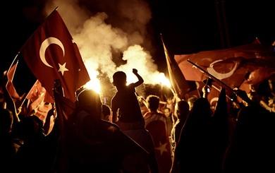 7000 cảnh sát Thổ Nhĩ Kỳ vây chặt căn cứ trọng yếu của NATO