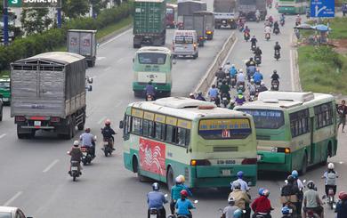 """Hình ảnh xe buýt """"tạt đầu"""", """"cướp"""" đường ám ảnh người dân Sài Gòn"""