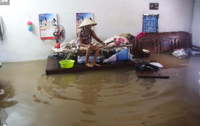 Một ngày sau cơn mưa lịch sử, người Sài Gòn dựng chòi làm chỗ ngủ