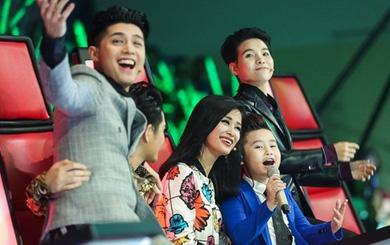 The Voice Kids: Ông Cao Thắng ôm eo Noo Phước Thịnh đầy tình cảm