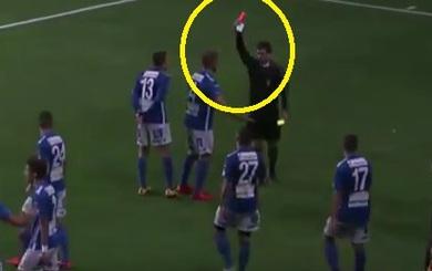 """Ăn mừng """"khó đỡ"""", cầu thủ dính thẻ đỏ sau cú hat-trick"""