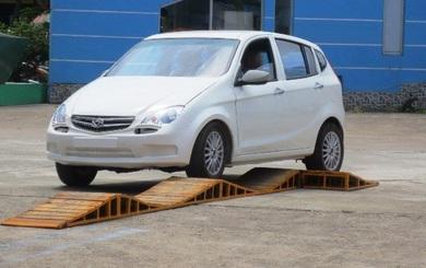 """Cận cảnh xe hơi """"Made in Vietnam"""" giá 310 triệu đồng của Vinaxuki"""