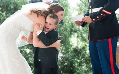 Kết hôn với người đã qua một đời vợ, lời hứa của cô dâu đã khiến con chồng bật khóc nức nở