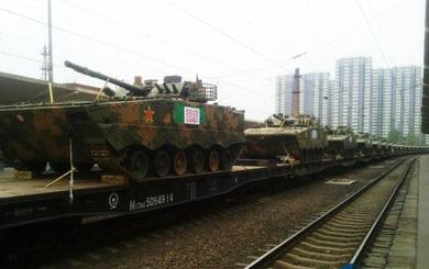 """Điều động lượng lớn thiết giáp lên biên giới với Ấn Độ, TQ sẵn sàng tăng nhiệt """"cuộc chơi"""""""