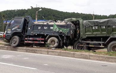 Thi thể tài xế kẹt cứng trong cabin sau cú đâm đuôi xe ben dừng trên quốc lộ