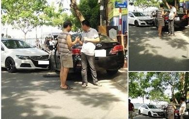 Hành động bình thường hóa bất thường của 2 tài xế ô tô sau va chạm
