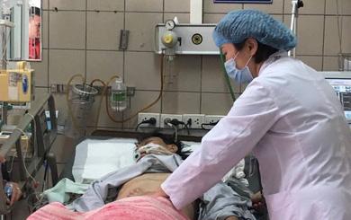 Tường thuật từ bệnh viện Bạch Mai: Tình trạng ngộ độc rượu rất nghiêm trọng