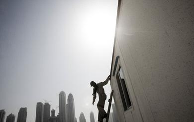 Góc tối dưới những tòa nhà chọc trời ở Dubai