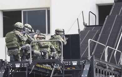 Bộ đôi xe bọc thép nhập từ Mỹ của Công an VN khiến cảnh sát nhiều nước ngưỡng mộ