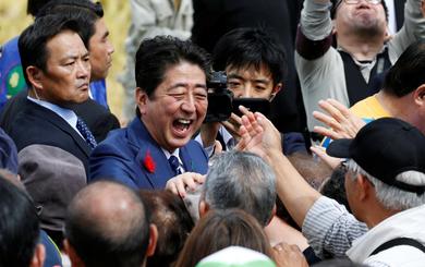 WSJ: Ông Shinzo Abe có thể thắng áp đảo trong bầu cử Nhật nhờ nhân tố Triều Tiên